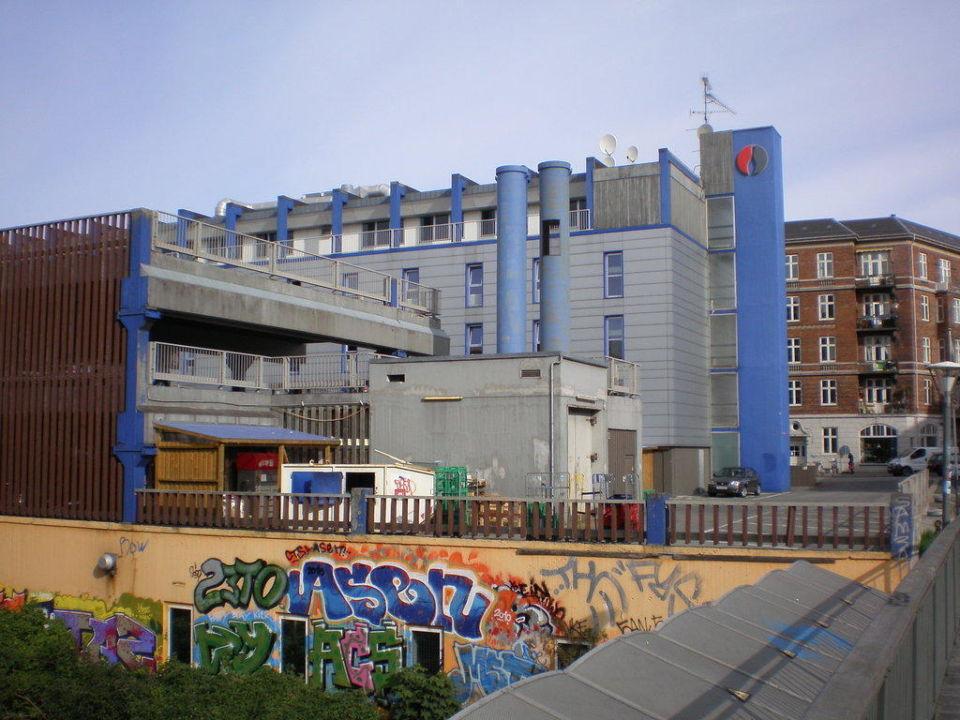 Hotelansicht von der Eisenbahntrasse Hotel Rossini