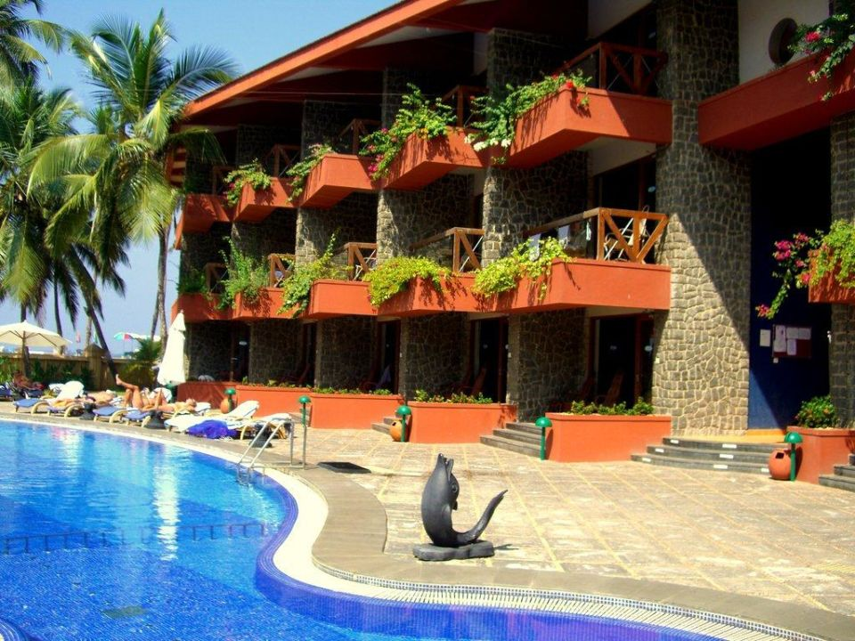 Poolblick Richtung Meer Uday Samudra Leisure Beach Hotel