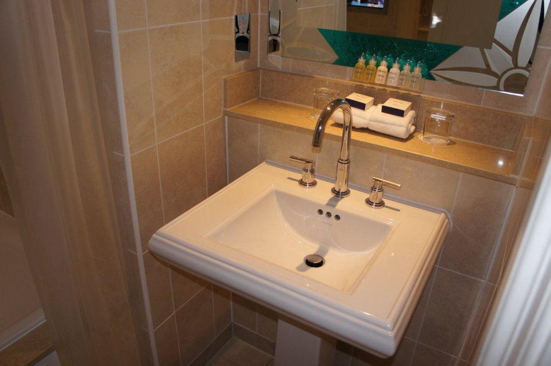kleines bad im dachgeschoss royal horseguards hotel london holidaycheck gro raum london. Black Bedroom Furniture Sets. Home Design Ideas