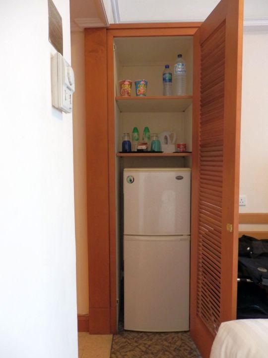 Mini Bar / großer Kühlschrank\