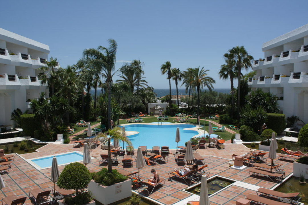Poolanlage mit Blickrichtung Meer Iberostar Marbella Coral Beach