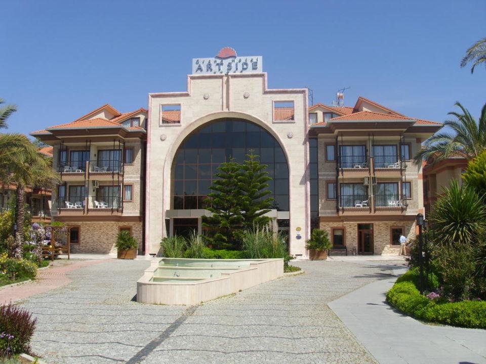 Haupthaus Eingang Adalya ArtSide