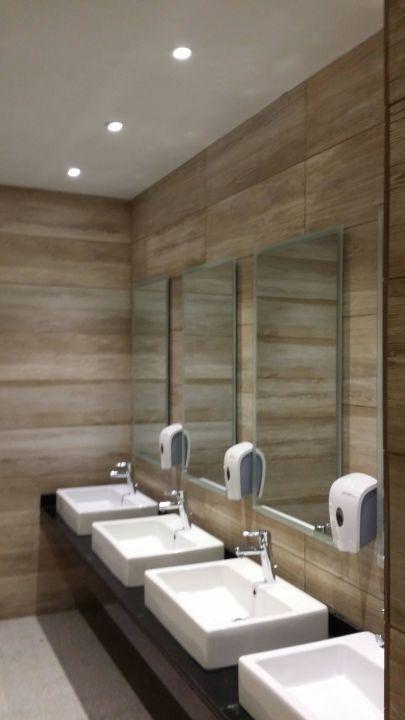 Moderne Toilette am Speisesaal\