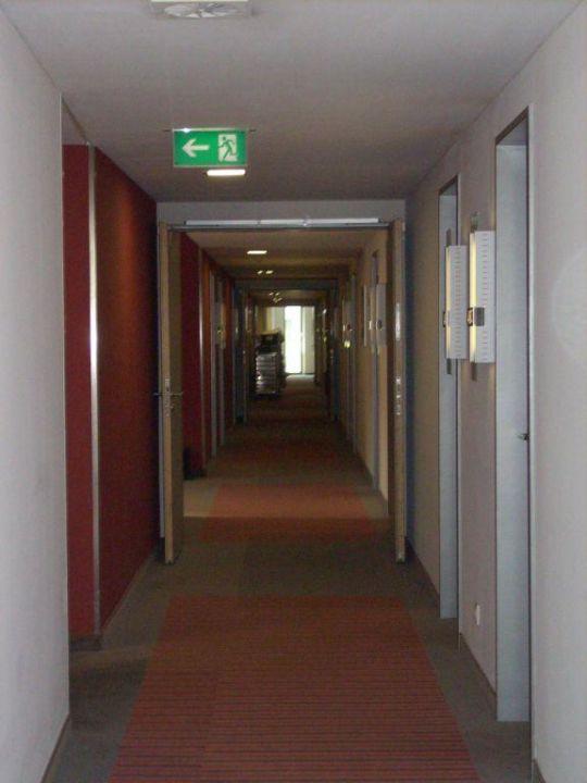 Gang zu den Zimmern  Hotel Novotel München Messe