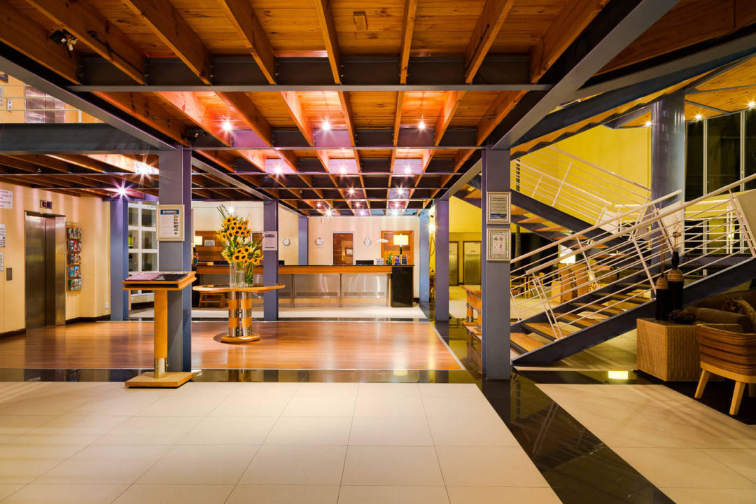 Foyer Area Q : Bild quot hotel swimming pool area overlooking lagoon zu