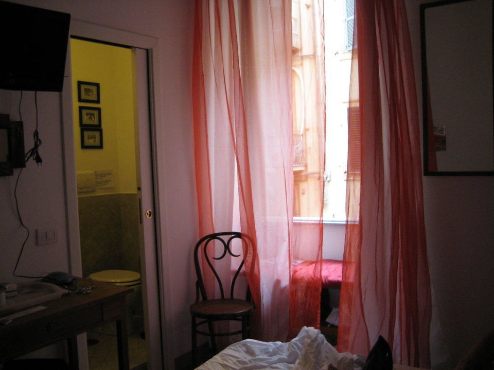 "Die ""Tür"" links ist das innenliegende kl. Bad Bed & Breakfast La Casa Di Amy"