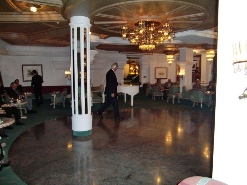 Tanzfläche in der Bar des Hotels Hotel Traube Tonbach