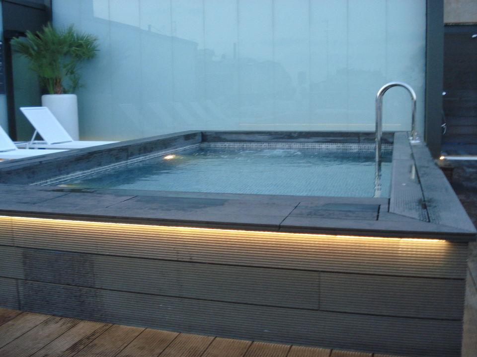 pool am dach hotel h10 casanova in barcelona holidaycheck katalonien spanien. Black Bedroom Furniture Sets. Home Design Ideas