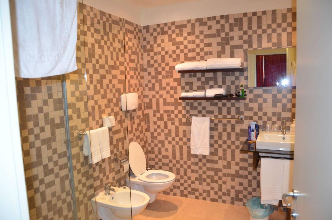 Badezimmer V. Deluxe Room VOI Floriana Resort