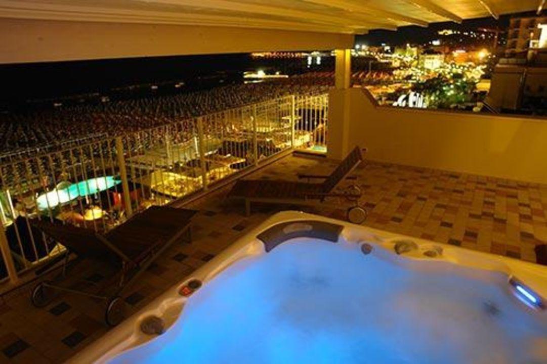 Terrazza spa di sera Hotel Luxor Beach
