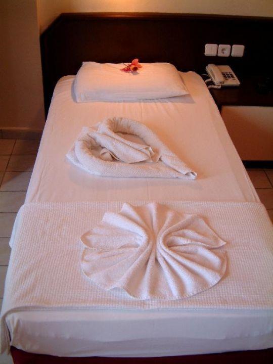 Liebevoll gemachte Betten (1) Acar Hotel