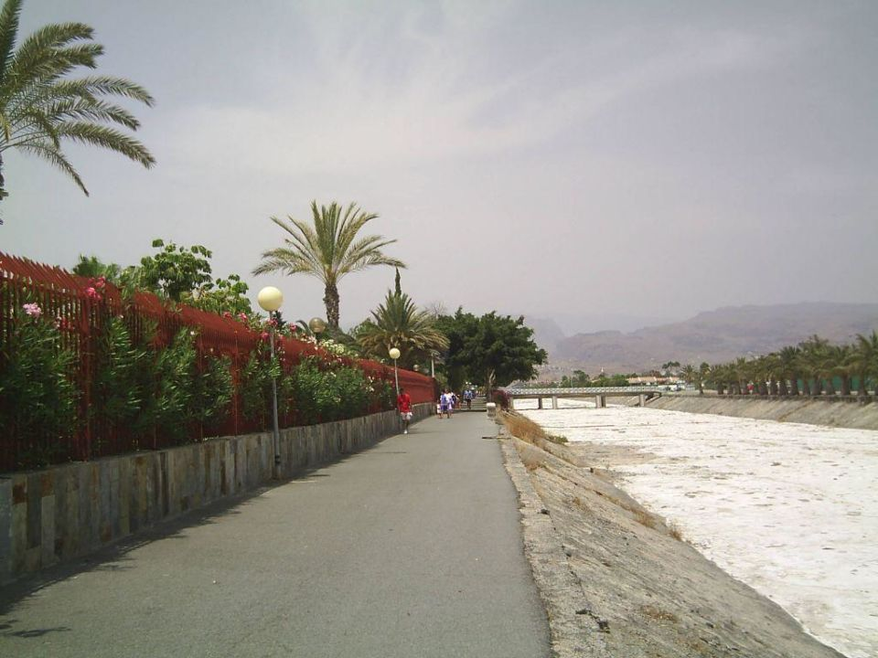 Weg vom Strand zum Hotel Canary Garden Club
