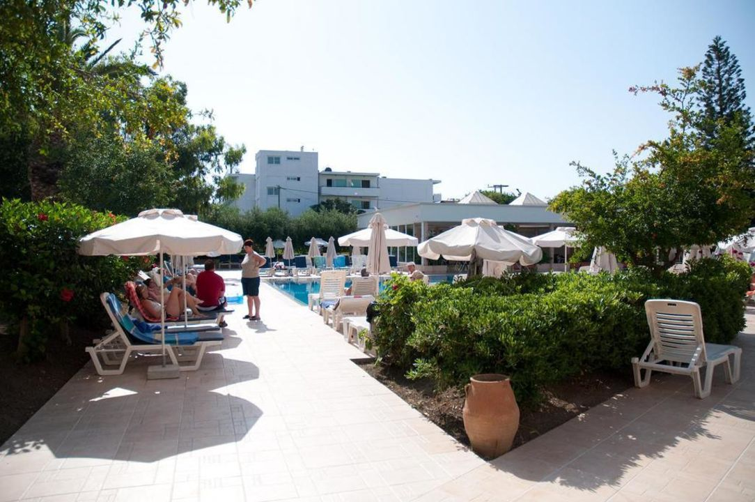 Wejście na basen z hotelu Hotel Ialyssos Bay