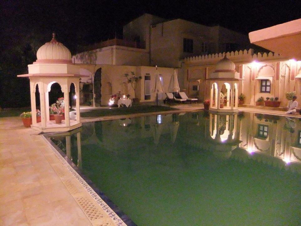 Pool am Abend Hotel Rohet Garh