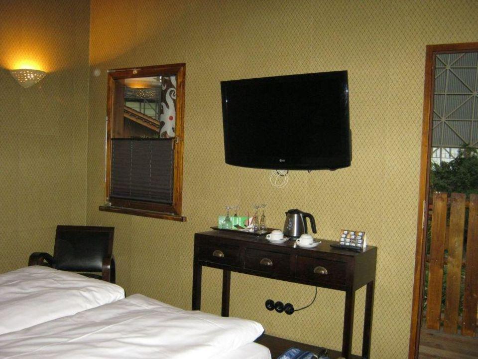 bild gro e betten und sauber zu tropical islands resort. Black Bedroom Furniture Sets. Home Design Ideas