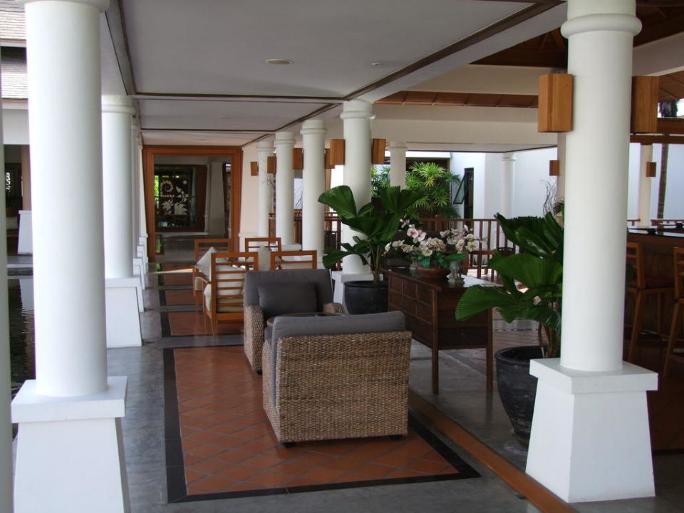 Sitzgelegenheit bei der Bar Hotel Naithonburi Beach Resort