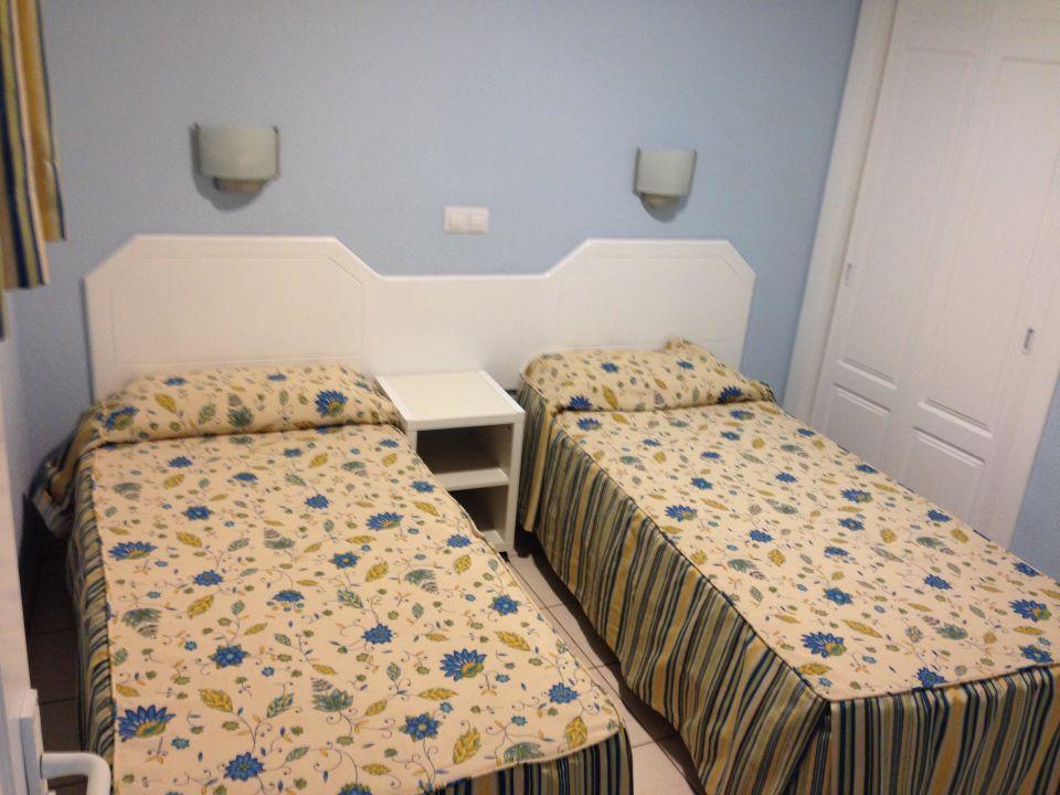 Zu kleines Zimmer für 2 Betten\