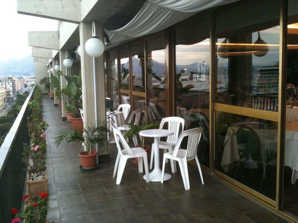 Balkon des Restaurants Hotel ibis Styles Palermo