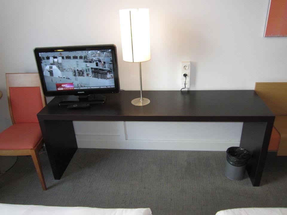 bild bett kopfteil kissen zu hotel novotel vilnius in. Black Bedroom Furniture Sets. Home Design Ideas