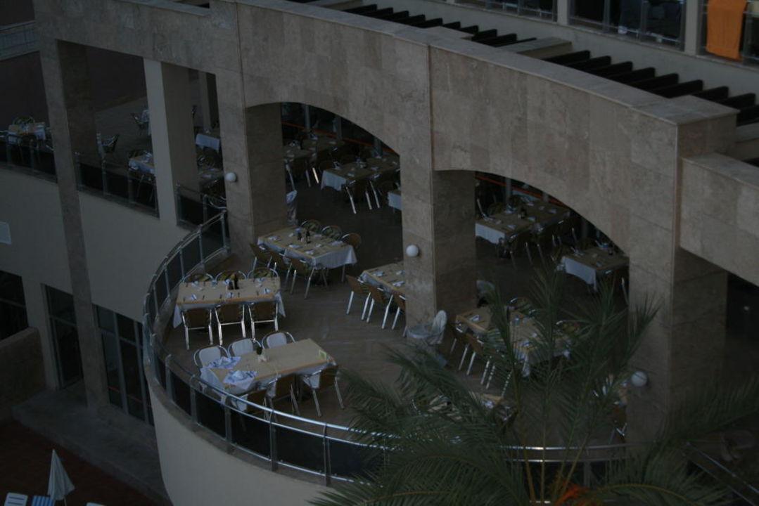 Der Essensbereich im Freien Kirman Leodikya Resort