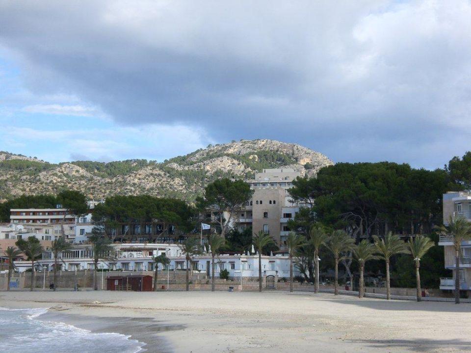 Blick über den Strand zum Hotel Hesperia Mallorca Villamil
