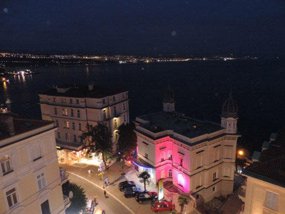 Ausblick auf die Kvarner Bucht, nachts Hotel Astoria by OHM Group