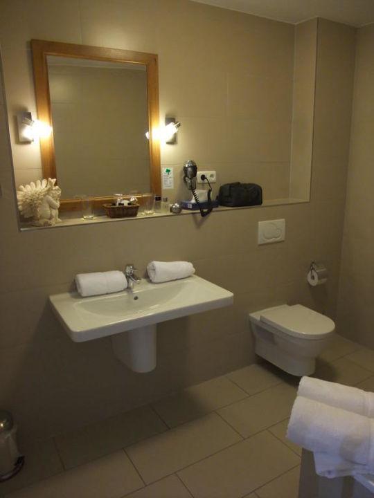 Doppelzimmer - Badezimmer Hotel Ampervilla