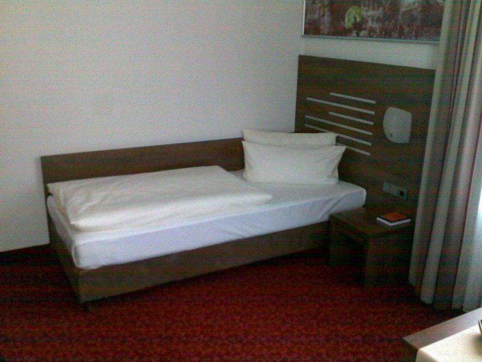 Zimmer 38, Bett Hotel Brühlerhöhe