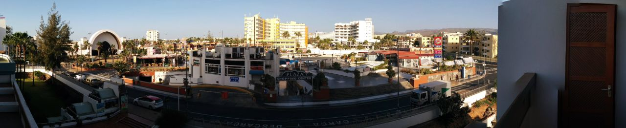 Blick vom Balkon des Zimmers 317 auf das CC Plaza Hotel Playa del Ingles  (Vorgänger-Hotel – existiert nicht mehr)