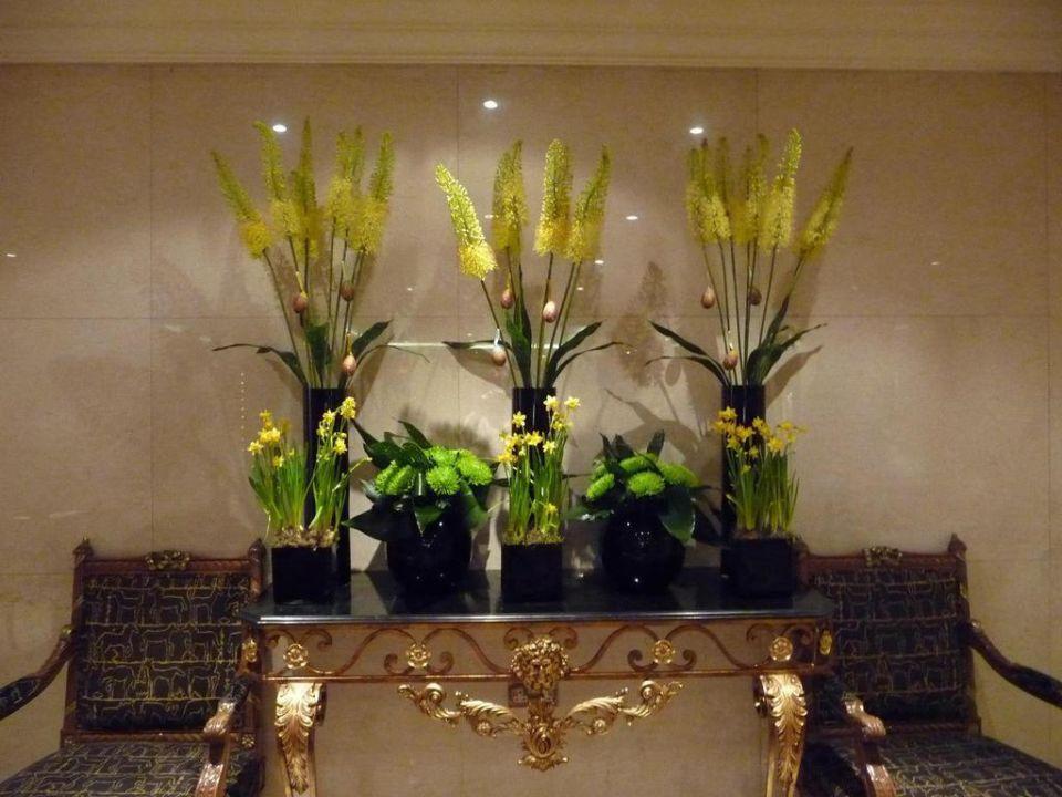Ostern in der Lobby Hotel Lancaster London