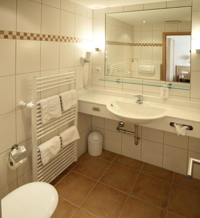 Landhaus-Badezimmer\