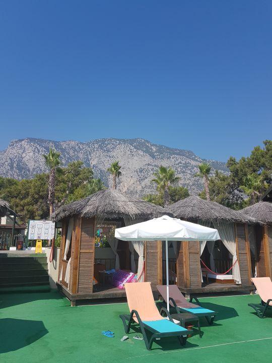 Strand Crystal Flora Beach Resort
