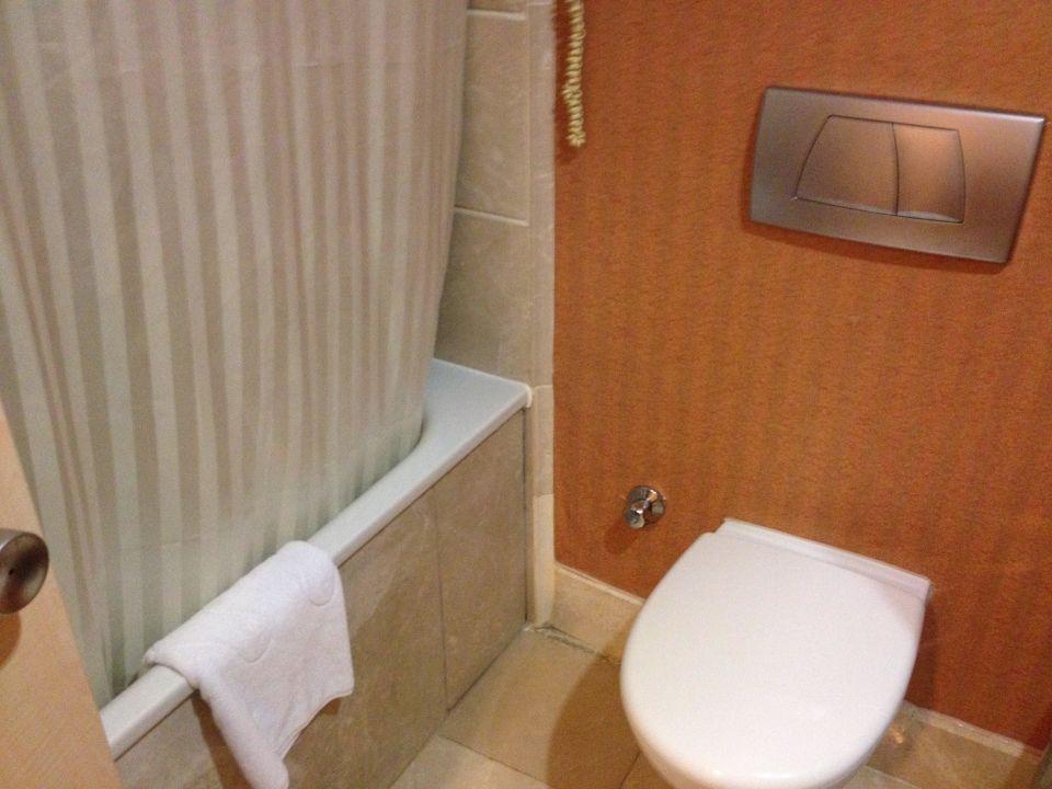 bild waschbecken mit ablage zu hotel novum garden side. Black Bedroom Furniture Sets. Home Design Ideas