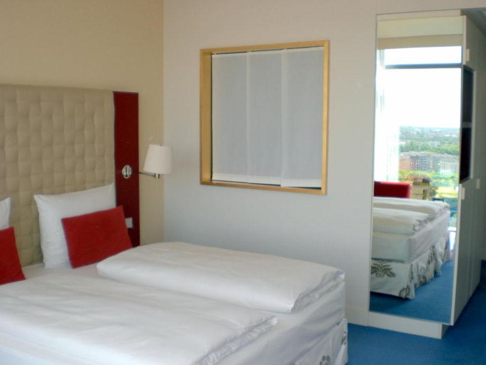 """fenster zum badezimmer"""" radisson blu hotel frankfurt in frankfurt"""
