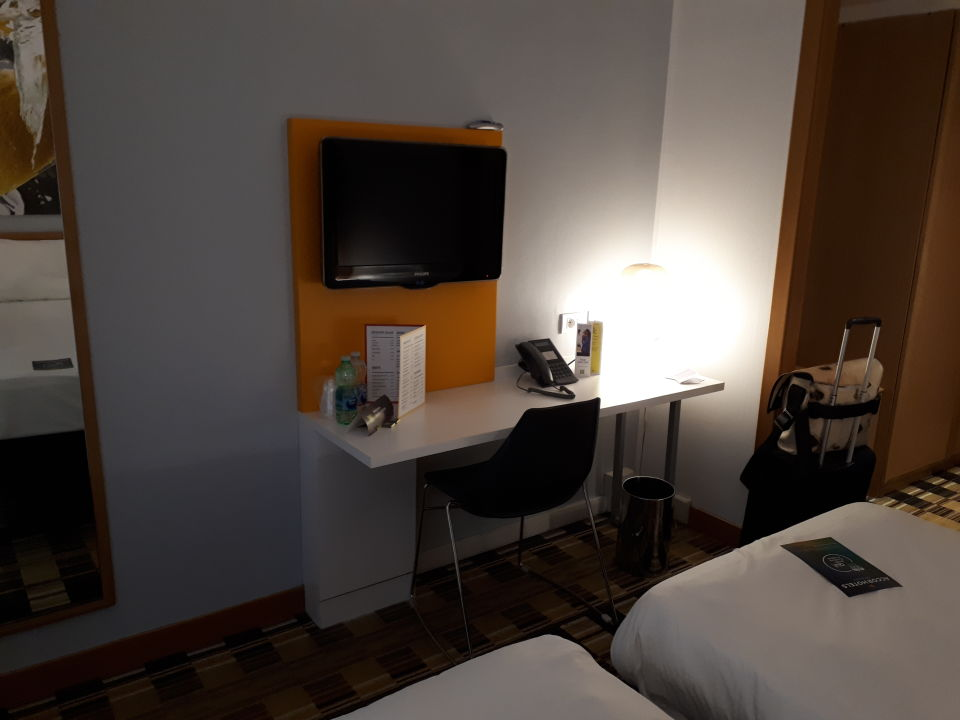 Zimmer Ibis Styles Napoli Garibaldi