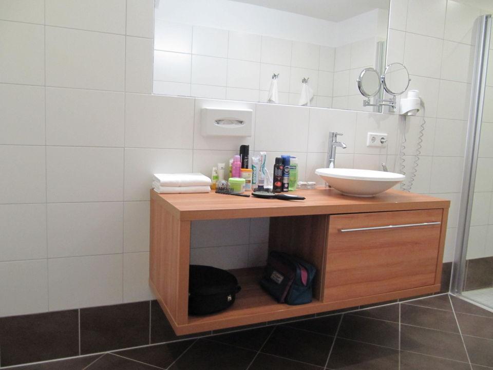 badezimmer hotel lindenhof ramsau am dachstein holidaycheck steiermark sterreich. Black Bedroom Furniture Sets. Home Design Ideas