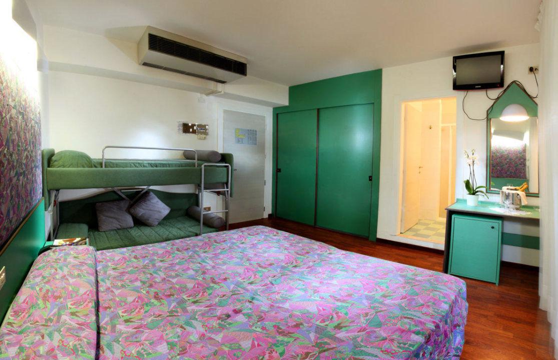 Camera doppia con letto a castello\