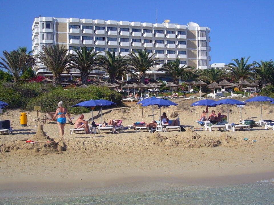 Der Hotelstrand ist nicht so voll wie nebenan Hotel Alion Beach