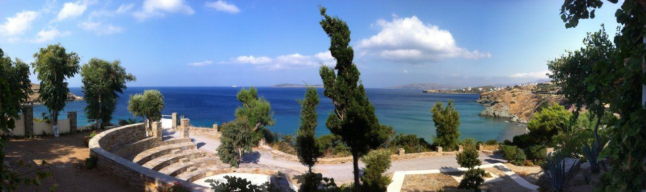 Blick von der Terrasse zum Meer Hotel Aneroussa Beach