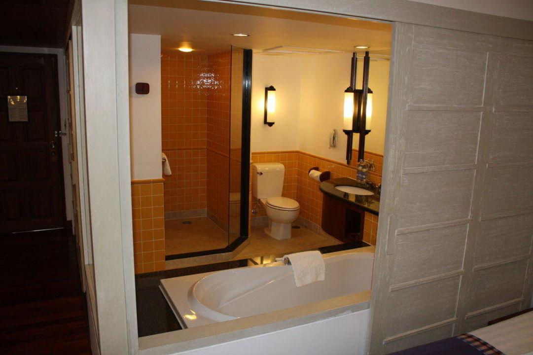 Bad mit Badewanne und Dusche The Imperial Samui (Vorgänger-Hotel – existiert nicht mehr)