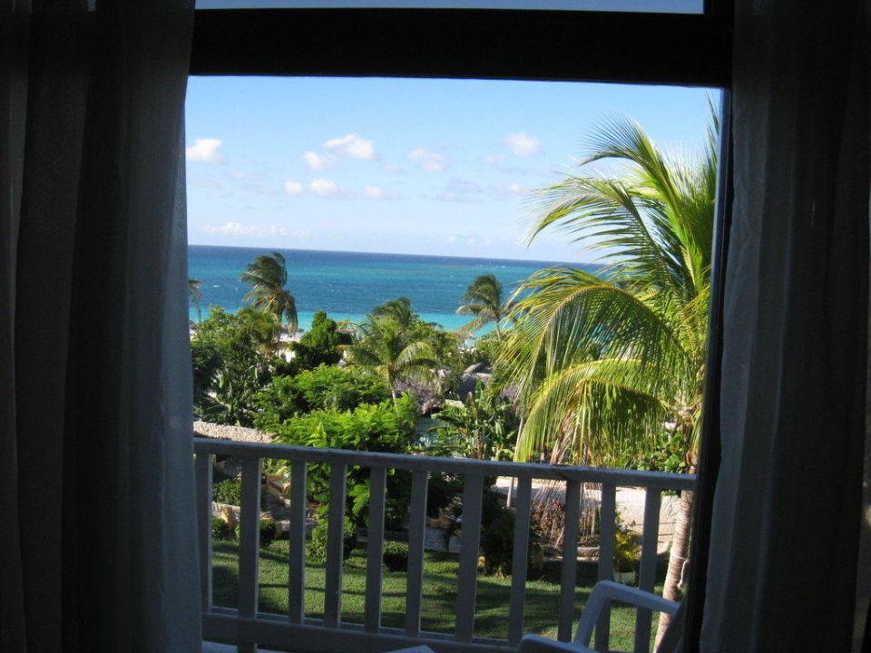Blick durchs fenster sol rio de luna y mares in playa for Fenster 0 5 ug