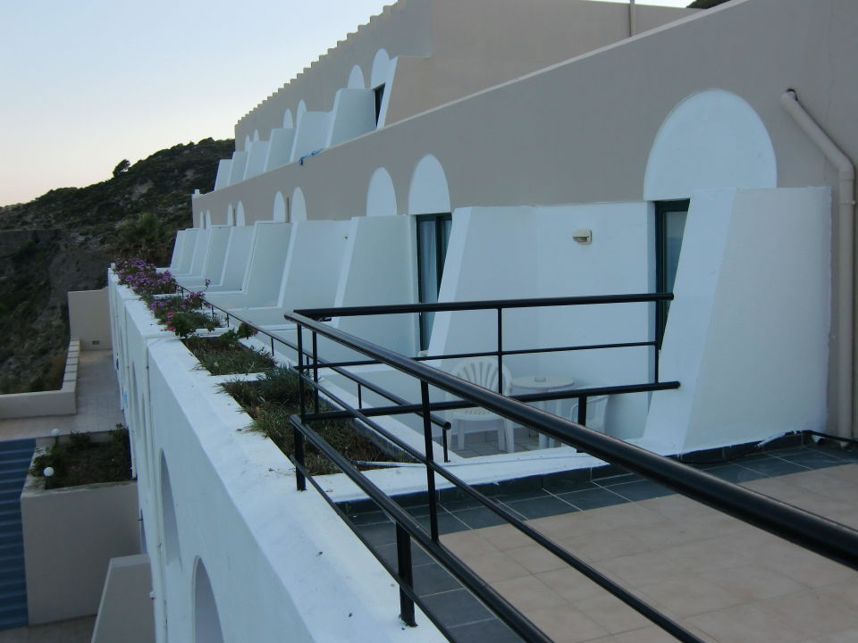 Zimmer mit balkon mit blick zum meer hotel calypso for Zimmer mit blick