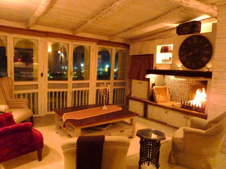 Séjour avec une grande cheminée Appartement Charme Essaouira