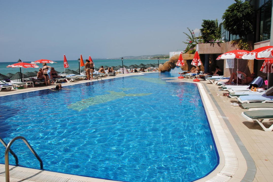 Poolanlage  Aska Hotel Just in Beach