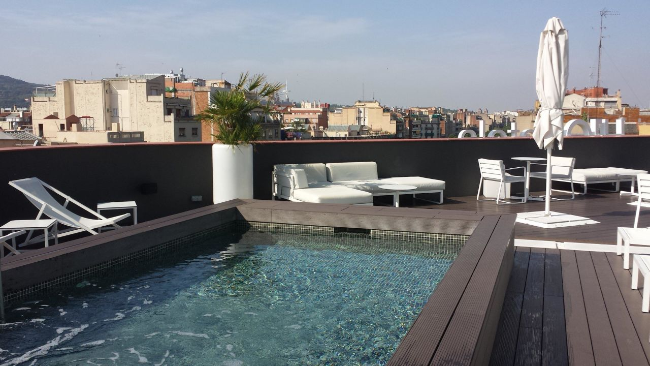 pool auf dem dach hotel h10 casanova barcelona holidaycheck katalonien spanien. Black Bedroom Furniture Sets. Home Design Ideas
