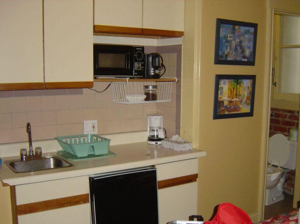 Küchenzeile und Bad Hotel Halcyon