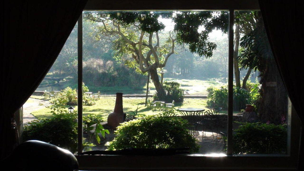 Sicht von der Lobby/Rezeption auf den Garten Hotel Mount Meru Game Lodge