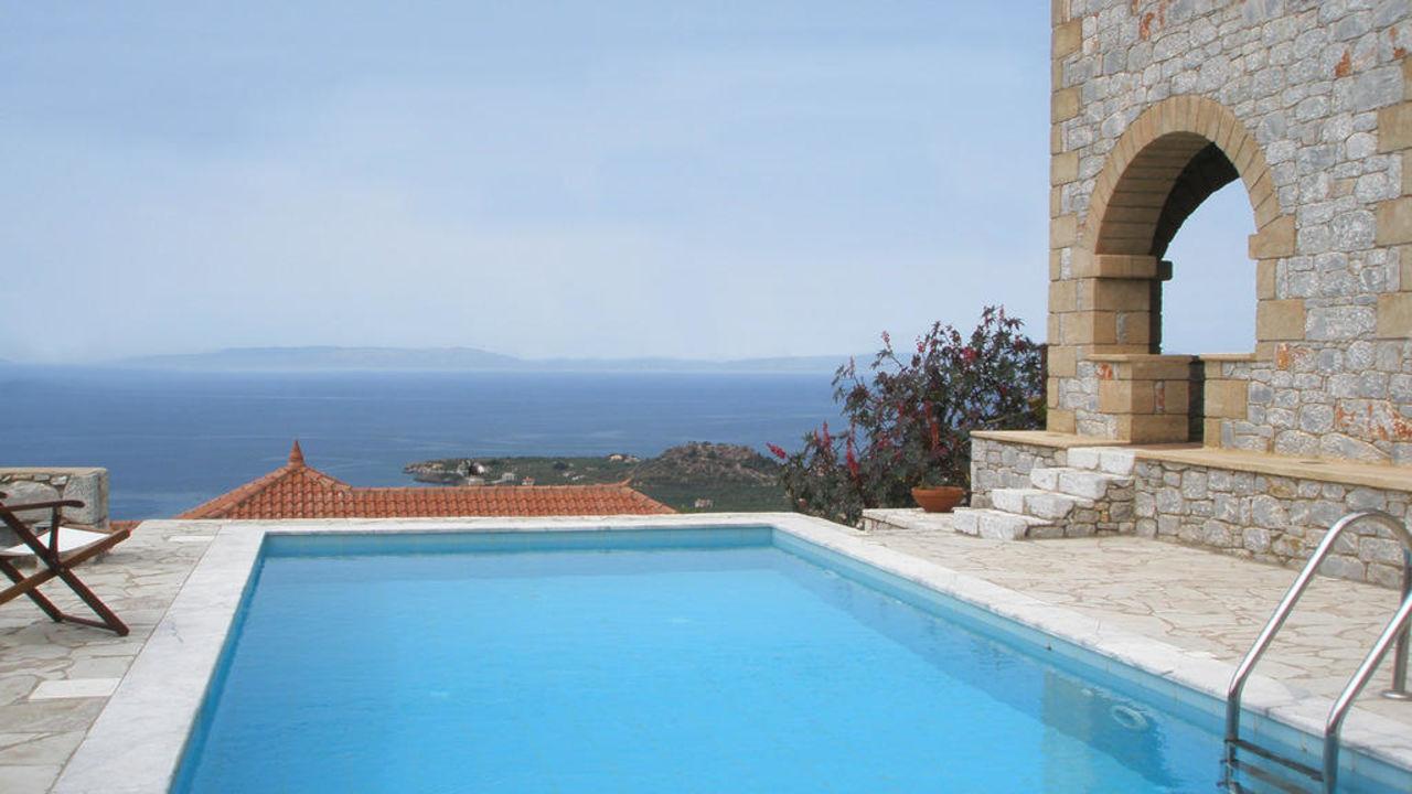 Rathimatavillas-villa ialira swimmming pool Rathimata Villas