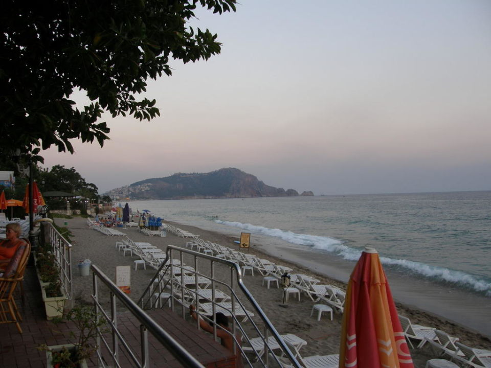 Zejście  na plażę Görgülü Kleopatra Beach Hotel  (Vorgänger-Hotel – existiert nicht mehr)