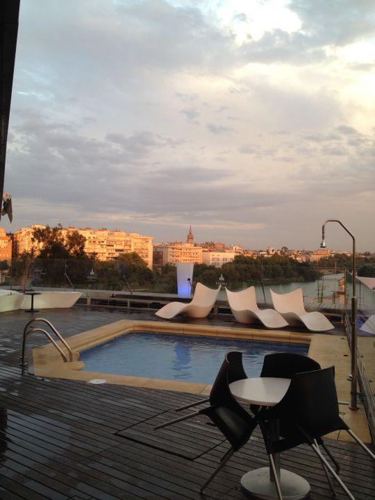 Richtung Altstadt über den Fluss Hotel Ribera de Triana